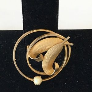 Art Nouveau Gold Plated Filigree Round Brooch